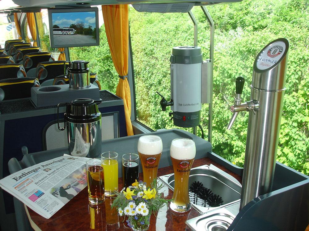 Bierausschank im Scharf Bus
