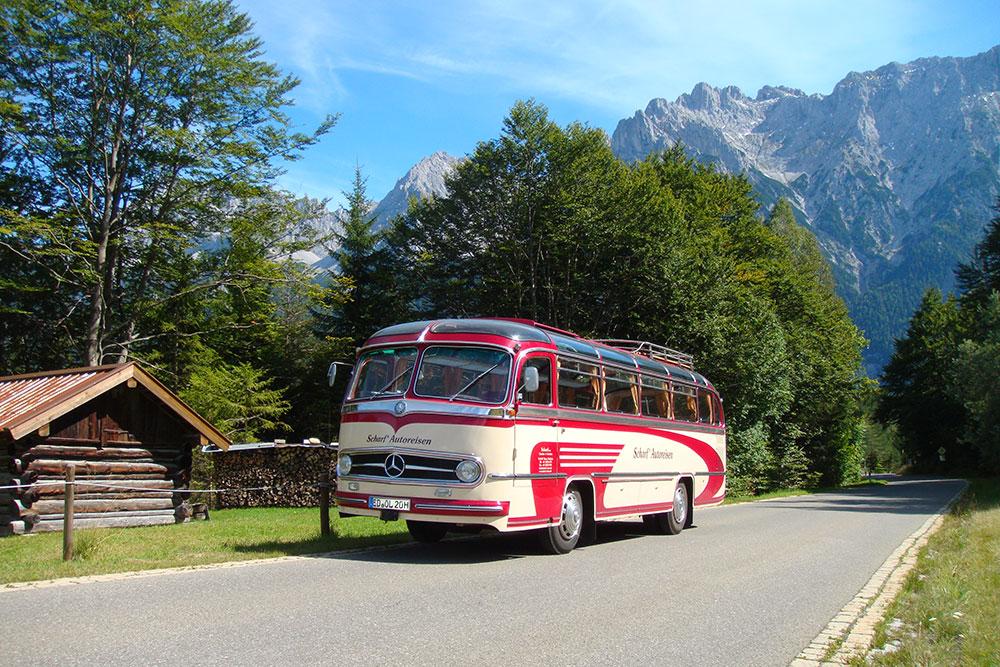 Oldtimer-Bus Daimler Benz