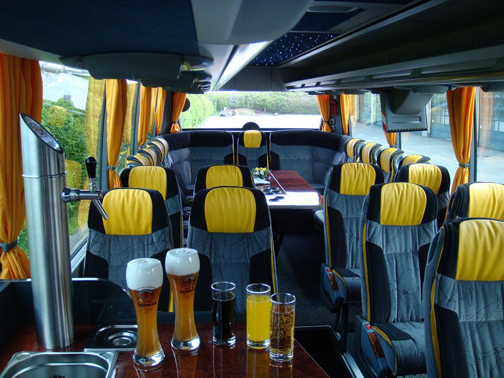fernreisebus_mit_bierausschank